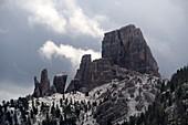 Cinque Torri bei Cortina d'Ampezzo, Dolomiten Belluno, Veneto, Italien