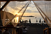 Sonnenuntergang in Bagnaia in der Bucht von Portoferraio, Elba, Toskana, Italien