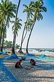 Myanmar (ex Birmanie). Ngapali. Etat d'Arakan. Golf du Bengale. Village de pêcheurs // Myanmar (ex Birmanie). Ngapali. Arakan state. Bengal Golf Course. Fisherman village