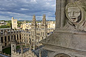 Blick vom Kirchturm der St. Mary the Virgin Kirche auf das All Souls College, Unirversity, Oxford, Oxfordshire, England