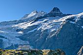 Glecksteinhütte in front of Schreckhorn, Klein Schreckhorn and Oberer Grindelwald Glacier, Glecksteinhütte, Bernese Oberland, UNESCO World Natural Heritage Swiss Alps Jungfrau-Aletsch, Bernese Alps, Bern, Switzerland