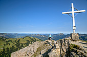 Summit cross of Litnisschrofen, two people in the background look out over the Tannheimer Berge, Litnisschrofen, Tannheimer Berge, Tyrol, Austria