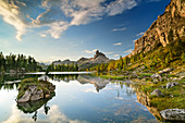 Becco di Mezzodi reflected in Lago di Federa, Lago di Federa, Ampezzaner Dolomites, Dolomites, UNESCO World Natural Heritage Dolomites, Veneto, Veneto, Italy