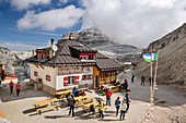 Hut Rifugio Forcella Pordoi, Sella Group, Dolomites, UNESCO World Natural Heritage Dolomites, Veneto, Veneto, Italy