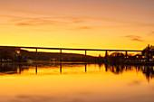 Die Autobahnbrücke bei Segnitz, Kitzingen, Unterfranken, Franken, Bayern, Deutschland, Europa