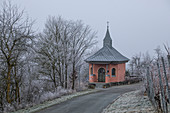 Vineyard chapel in Ipsheim, Neustadt an der Aisch, Middle Franconia, Franconia, Bavaria, Germany, Europe