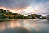 Käppele und Festung Marienberg in Würzburg zum Sonnenuntergang, Unterfranken, Franken, Bayern, Deutschland, Europa