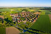 Luftbild von Erlach, Ochsenfurt, Würzburg, Unterfranken, Franken, Bayern, Deutschland, Europa