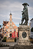 Town hall with monument to the general Tilly on the town hall square, Rain am Lech, Donau-Ries district, Bavaria, Danube, Germany