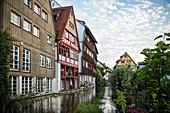 die Blau fließt durch das Fischerviertel, Ulm, Schwäbische Alb, Baden-Württemberg, Deutschland