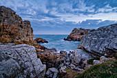 Morgens an der Bretonischen Küste, Bretagne, Frankreich, Europa