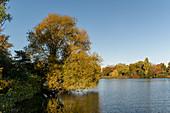 Blick auf den großen Eutiner See, Naturpark Holsteinische Schweiz, Ostholstein, Schleswig-Holstein, Deutschland
