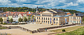 Landestheater und Schlossplatz in Coburg, Oberfranken, Bayern, Deutschland
