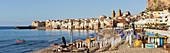 Strand bei Cefalu, Sizilien, Italien