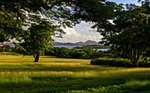 Karibische Landschaft mit Blick auf die Insel Antigua, Karibisches Meer, Karibik