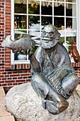 Bronze sculpture in front of Cafe Leiß, Fischer, Langeoog, East Frisia, Lower Saxony, Germany
