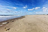 Wide beach of Spiekeroog, sea, waves, sand, high tide, clouds, tracks, Spiekeroog, East Frisia, Lower Saxony, Germany