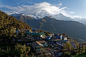 The morning wakes up in Tadapani, Nepal, Himalayas, Asia.