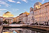 Canale Grande beim Sonnenuntergang, Piazza di Sant'Antonio, Triest, Friaul-Julisch Venetien, Italien