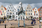 Fountain, well house, market square, Friedrichstadt, Schleswig-Holstein, Germany