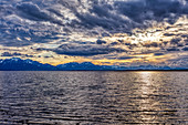 Sonnenuntergang mit Wolken, Chiemsee, Bayern, Deutschland