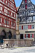 St. Georgsbrunnen on the market square in Rothenburg ob der Tauber, Middle Franconia, Bavaria, Germany