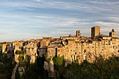 The village of Vitorchiano stands on a big rock over a canyon photographed during the sunset.\nEurope, Italy, Lazio, Province of Viterbo, Vitorchiano
