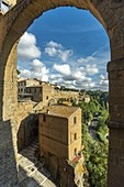 View of the town of Pitigliano. Ancient Etruscan settlement. Pitigliano, Grosseto, Tuscany, Italy, Europe