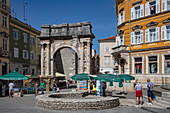 The old Roman arch of the Sergii in the center of the old town, Pula, Istria, Croatia, Europe
