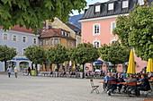 Terrace of the restaurant Hüns on Rathausplatz, Bad Reichenhall, Berchtesgadener Land, Upper Bavaria, Bavaria, Germany