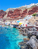 Ammoudi fishing village overlooked by Oia village on the cliff top above, Oia, Santorini, Cyclades Islands, Greece