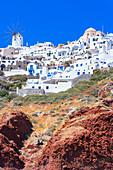 Oia village perched on Santorini caldera rim, Oia, Santorini, Cyclades Islands, Greece