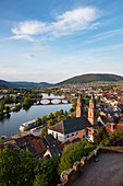 Blick vom Mildenburg auf St.-Jakobus-Kirche, Altstadt und Main, Miltenberg, Spessart-Mainland, Franken, Bayern, Deutschland, Europa