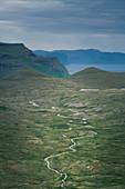 Fluss auf Streymoy von oben, Färöer Inseln\n
