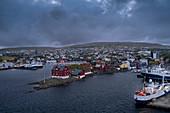 Hauptstadt Torshavn mit Regierungsviertel in der Nacht, Färöer Inseln