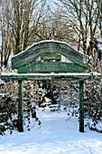Zugang zum winterlichen Märchenwald, Dorum, Niedersachsen, Deutschland
