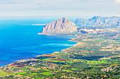 Blick von Erice von Monte Cofano und Küste, Erice, Sizilien, Italien