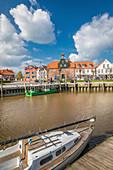 Hafenhaus und historische Häuser am Hafen von Tönning, Nord-Friesland, Schleswig-Holstein