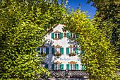 Dorfgasthaus in Unterammergau, Oberbayern, Allgäu, Bayern, Deutschland
