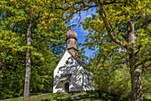 Kleine Kapelle im Park von Schloss Linderhof, Ettal, Allgäu, Bayern, Deutschland