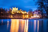 Schloss Hohenschwangau vom Alpsee aus am Abend, Allgäu, Bayern, Deutschland