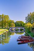 The Backs, Trinity College, Trinity Bridge over River Cam, Cambridge, Cambridgeshire, England, United Kingdom, Europe
