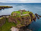 Blick auf Dunnottar Castle, Stonehaven, Aberdeenshire, Schottland, Vereinigtes Königreich, Europa