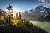 Sonnenaufgang am Speicher Längental auf dem Kühtai Plateau, Stubaier Alpen, Tirol, Österreich