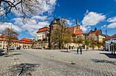 Marienplatz mit Rosenturm in Kronach, Bayern, Deutschland
