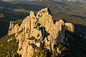 France, Vaucluse, above Gigondas, Dentelles de Montmirail, people practicing climbing