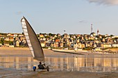 France, Somme (80), Ault, The large sandy beaches of the windswept coast of Picardy are an ideal place for the practice of the sail-hauler