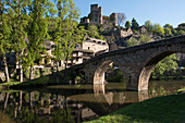 France, Aveyron, Belcastel, labeled the Most Beautiful Villages of France, River Aveyron, Vieux Pont (Old Bridge) from 15th Century, houses overlooking the valley, Chateau de Belcastel, from 10th to 15th Century, a historic monument