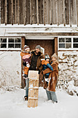 Canada, Ontario, Winter portrait of family with children (12-17 months, 2-3)