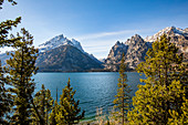 USA,Wyoming,Jackson,Grand Teton National Park,View of Teton Range from Jenny Lake in Grand Teton National Park